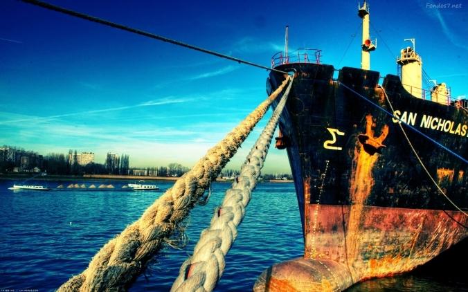 un-barco-anclado-9134